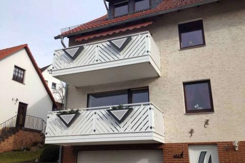 D193-Diagonal-Aluminium-Balkone-Balkongelaender-Rieb-Balkone-Wartungsfrei-Gelaender-Nie-mehr-Streichen