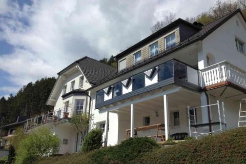 G179-Glas-Aluminium-Balkone-Balkongelaender-Rieb-Balkone-Wartungsfrei-Gelaender-Nie-mehr-Streichen