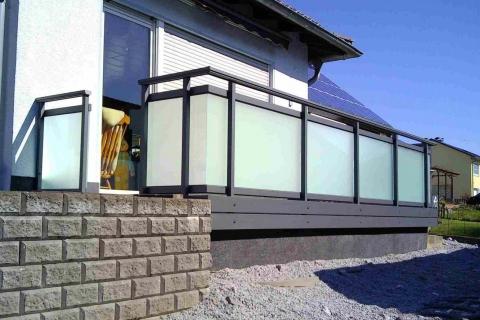 G196-Glas-Aluminium-Balkone-Balkongelaender-Rieb-Balkone-Wartungsfrei-Gelaender-Nie-mehr-Streichen