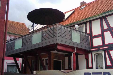 W191-Waagerecht-Aluminium-Balkone-Balkongelaender-Rieb-Balkone-Wartungsfrei-Gelaender-Nie-mehr-Streichen