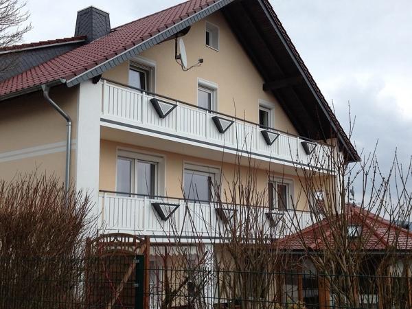 R019-System3000-Rieb-Balkone-Geländer-Aluminium-Wartungsfrei-Balkongeländer-Renovierung-Witterungsbeständig
