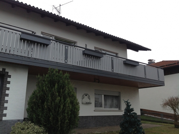 R032-Berlin-Rieb-Balkone-Geländer-Aluminium-Wartungsfrei-Balkongeländer-Renovierung-Witterungsbeständig