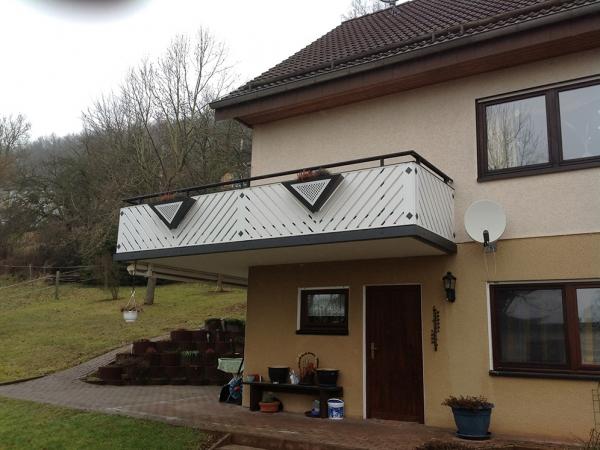R068-Franken-Rieb-Balkone-Geländer-Aluminium-Wartungsfrei-Balkongeländer-Renovierung-Witterungsbeständig