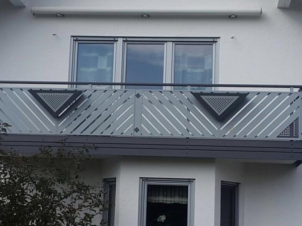 R089-Franken-Rieb-Balkone-Geländer-Aluminium-Wartungsfrei-Balkongeländer-Renovierung-Witterungsbeständig
