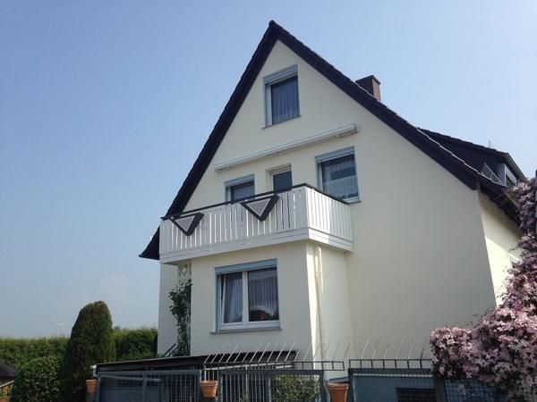 R014-Berlin-Rieb-Balkone-Geländer-Aluminium-Wartungsfrei-Balkongeländer-Renovierung-Witterungsbeständig