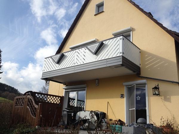 R016-Franken-Rieb-Balkone-Geländer-Aluminium-Wartungsfrei-Balkongeländer-Renovierung-Witterungsbeständig