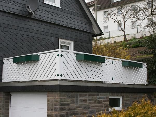 R023-Franken-Rieb-Balkone-Geländer-Aluminium-Wartungsfrei-Balkongeländer-Renovierung-Witterungsbeständig