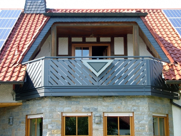 R025-Franken-Rieb-Balkone-Geländer-Aluminium-Wartungsfrei-Balkongeländer-Renovierung-Witterungsbeständig