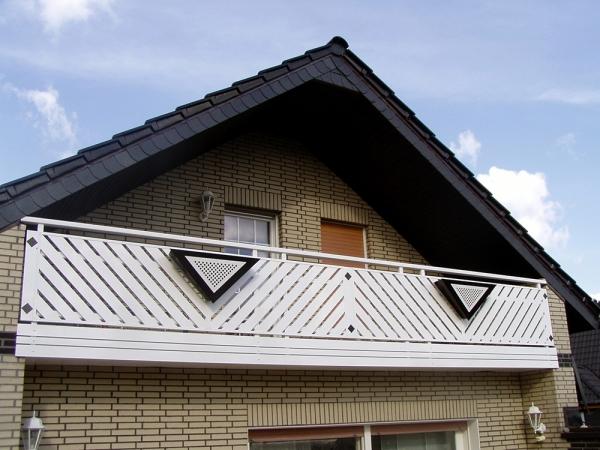 R044-Franken-Rieb-Balkone-Geländer-Aluminium-Wartungsfrei-Balkongeländer-Renovierung-Witterungsbeständig.jpg
