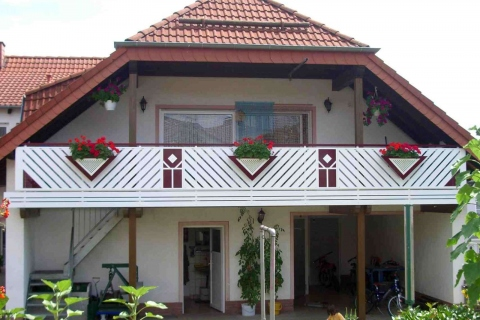 D001-Diagonal-Aluminium-Balkone-Balkongelaender-Rieb-Balkone-Wartungsfrei-Gelaender-Nie-mehr-Streichen