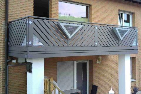 D007-Diagonal-Aluminium-Balkone-Balkongelaender-Rieb-Balkone-Wartungsfrei-Gelaender-Nie-mehr-Streichen