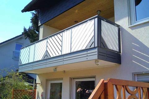 D008-Diagonal-Aluminium-Balkone-Balkongelaender-Rieb-Balkone-Wartungsfrei-Gelaender-Nie-mehr-Streichen