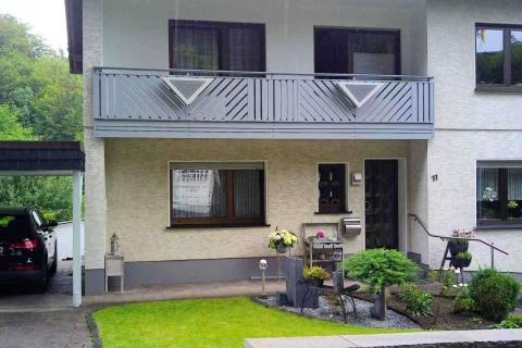 D015-Diagonal-Aluminium-Balkone-Balkongelaender-Rieb-Balkone-Wartungsfrei-Gelaender-Nie-mehr-Streichen