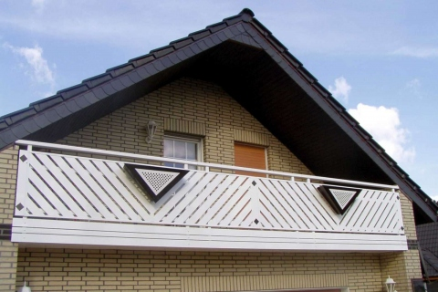 D017-Diagonal-Aluminium-Balkone-Balkongelaender-Rieb-Balkone-Wartungsfrei-Gelaender-Nie-mehr-Streichen
