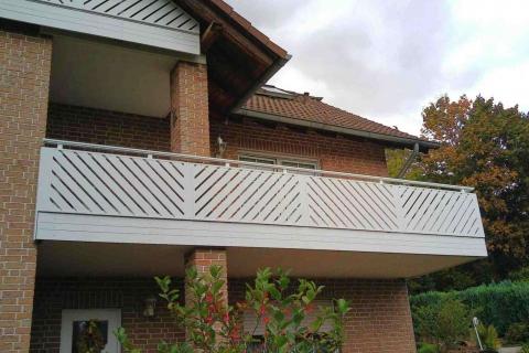 D018-Diagonal-Aluminium-Balkone-Balkongelaender-Rieb-Balkone-Wartungsfrei-Gelaender-Nie-mehr-Streichen