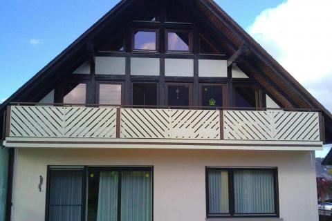 D019-Diagonal-Aluminium-Balkone-Balkongelaender-Rieb-Balkone-Wartungsfrei-Gelaender-Nie-mehr-Streichen