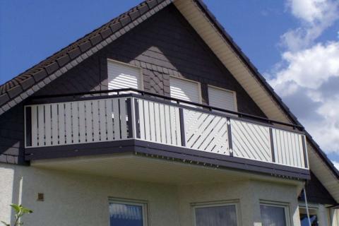 D022-Diagonal-Aluminium-Balkone-Balkongelaender-Rieb-Balkone-Wartungsfrei-Gelaender-Nie-mehr-Streichen