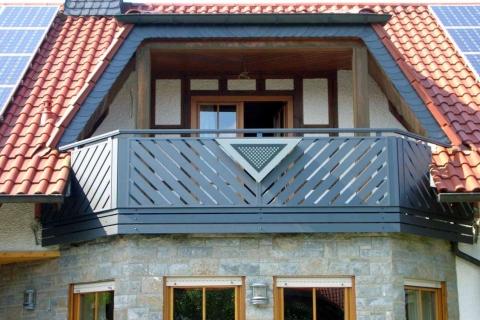 D028-Diagonal-Aluminium-Balkone-Balkongelaender-Rieb-Balkone-Wartungsfrei-Gelaender-Nie-mehr-Streichen