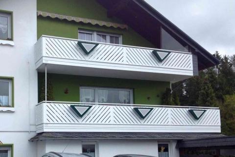 D038-Diagonal-Aluminium-Balkone-Balkongelaender-Rieb-Balkone-Wartungsfrei-Gelaender-Nie-mehr-Streichen