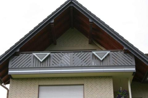 D041-Diagonal-Aluminium-Balkone-Balkongelaender-Rieb-Balkone-Wartungsfrei-Gelaender-Nie-mehr-Streichen
