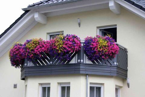 D042-Diagonal-Aluminium-Balkone-Balkongelaender-Rieb-Balkone-Wartungsfrei-Gelaender-Nie-mehr-Streichen