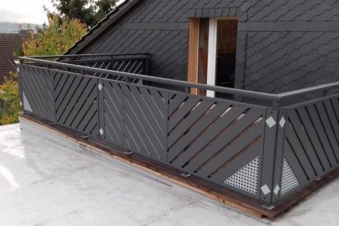 D050-Diagonal-Aluminium-Balkone-Balkongelaender-Rieb-Balkone-Wartungsfrei-Gelaender-Nie-mehr-Streichen