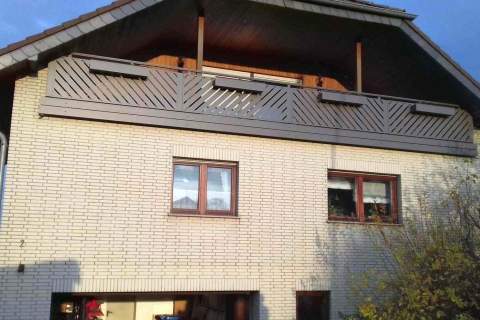 D052-Diagonal-Aluminium-Balkone-Balkongelaender-Rieb-Balkone-Wartungsfrei-Gelaender-Nie-mehr-Streichen