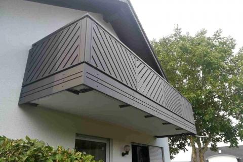 D054-Diagonal-Aluminium-Balkone-Balkongelaender-Rieb-Balkone-Wartungsfrei-Gelaender-Nie-mehr-Streichen