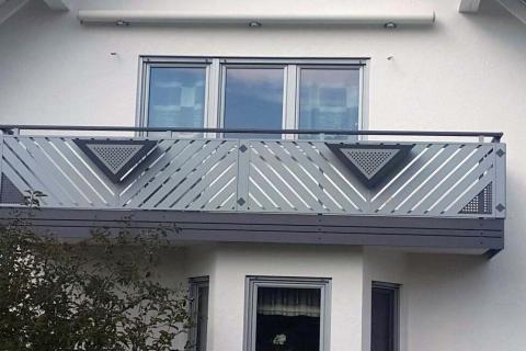 D057-Diagonal-Aluminium-Balkone-Balkongelaender-Rieb-Balkone-Wartungsfrei-Gelaender-Nie-mehr-Streichen