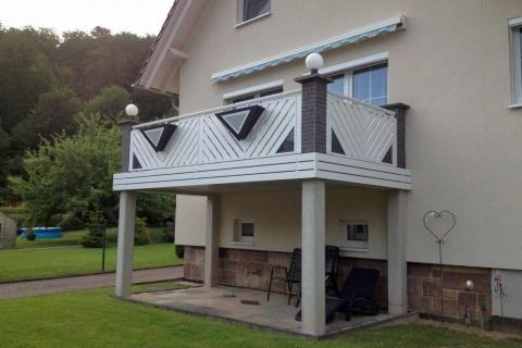 D058-Diagonal-Aluminium-Balkone-Balkongelaender-Rieb-Balkone-Wartungsfrei-Gelaender-Nie-mehr-Streichen