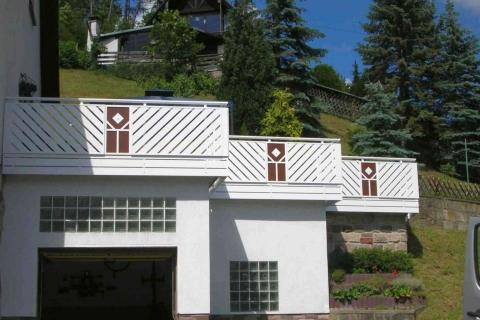D067-Diagonal-Aluminium-Balkone-Balkongelaender-Rieb-Balkone-Wartungsfrei-Gelaender-Nie-mehr-Streichen