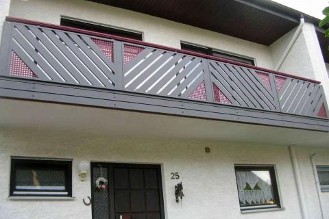 D068-Diagonal-Aluminium-Balkone-Balkongelaender-Rieb-Balkone-Wartungsfrei-Gelaender-Nie-mehr-Streichen