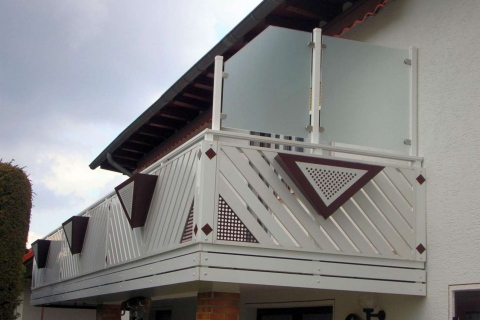 D093-Diagonal-Aluminium-Balkone-Balkongelaender-Rieb-Balkone-Wartungsfrei-Gelaender-Nie-mehr-Streichen
