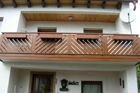 D095-Diagonal-Aluminium-Balkone-Balkongelaender-Rieb-Balkone-Wartungsfrei-Gelaender-Nie-mehr-Streichen