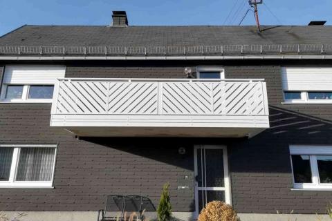 D108-Diagonal-Aluminium-Balkone-Balkongelaender-Rieb-Balkone-Wartungsfrei-Gelaender-Nie-mehr-Streichen