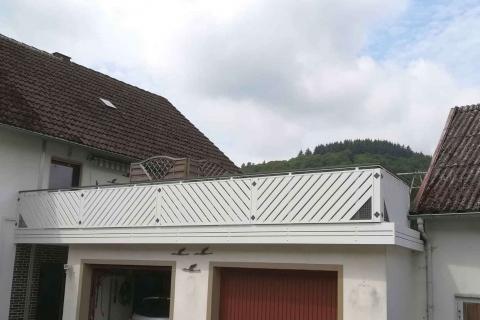 D109-Diagonal-Aluminium-Balkone-Balkongelaender-Rieb-Balkone-Wartungsfrei-Gelaender-Nie-mehr-Streichen
