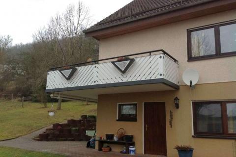 D111-Diagonal-Aluminium-Balkone-Balkongelaender-Rieb-Balkone-Wartungsfrei-Gelaender-Nie-mehr-Streichen