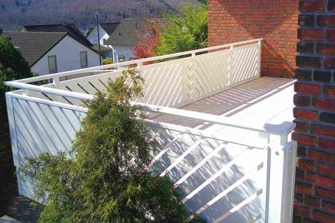 D176-Diagonal-Aluminium-Balkone-Balkongelaender-Rieb-Balkone-Wartungsfrei-Gelaender-Nie-mehr-Streichen
