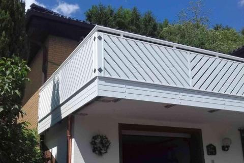 D182-Diagonal-Aluminium-Balkone-Balkongelaender-Rieb-Balkone-Wartungsfrei-Gelaender-Nie-mehr-Streichen