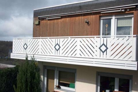 D198-Diagonal-Aluminium-Balkone-Balkongelaender-Rieb-Balkone-Wartungsfrei-Gelaender-Nie-mehr-Streichen
