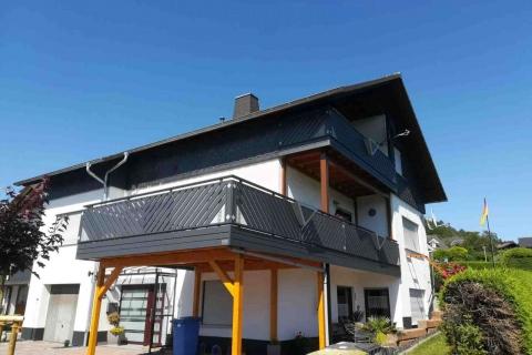 D200-Diagonal-Aluminium-Balkone-Balkongelaender-Rieb-Balkone-Wartungsfrei-Gelaender-Nie-mehr-Streichen