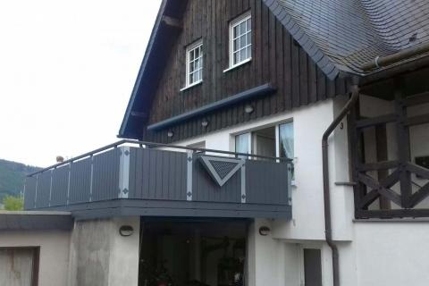 GS015-Aluminium-Balkone-Balkongelaender-Rieb-Balkone-Wartungsfrei-Gelaender-Nie-mehr-Streichen