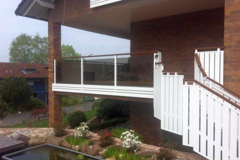 G025-Glas-Aluminium-Balkone-Balkongelaender-Rieb-Balkone-Wartungsfrei-Gelaender-Nie-mehr-Streichen