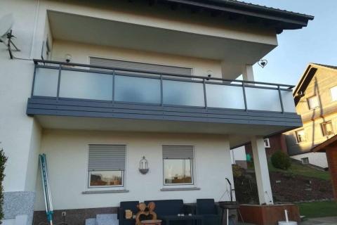 G029-Glas-Aluminium-Balkone-Balkongelaender-Rieb-Balkone-Wartungsfrei-Gelaender-Nie-mehr-Streichen