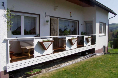G031-Glas-Aluminium-Balkone-Balkongelaender-Rieb-Balkone-Wartungsfrei-Gelaender-Nie-mehr-Streichen