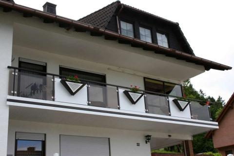 G032-Glas-Aluminium-Balkone-Balkongelaender-Rieb-Balkone-Wartungsfrei-Gelaender-Nie-mehr-Streichen