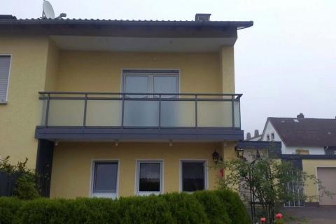 G035-Glas-Aluminium-Balkone-Balkongelaender-Rieb-Balkone-Wartungsfrei-Gelaender-Nie-mehr-Streichen