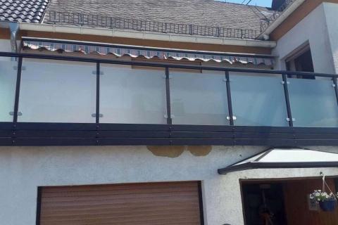 G037-Glas-Aluminium-Balkone-Balkongelaender-Rieb-Balkone-Wartungsfrei-Gelaender-Nie-mehr-Streichen