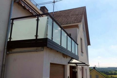 G039-Glas-Aluminium-Balkone-Balkongelaender-Rieb-Balkone-Wartungsfrei-Gelaender-Nie-mehr-Streichen