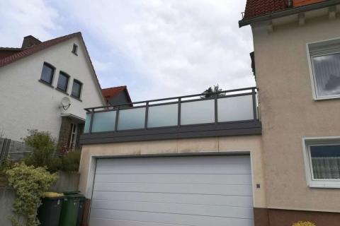 G040-Glas-Aluminium-Balkone-Balkongelaender-Rieb-Balkone-Wartungsfrei-Gelaender-Nie-mehr-Streichen